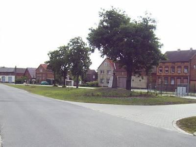 Weg am Dorfplatz